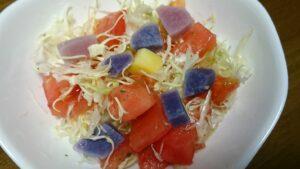 ジャガイモとサラダの盛付